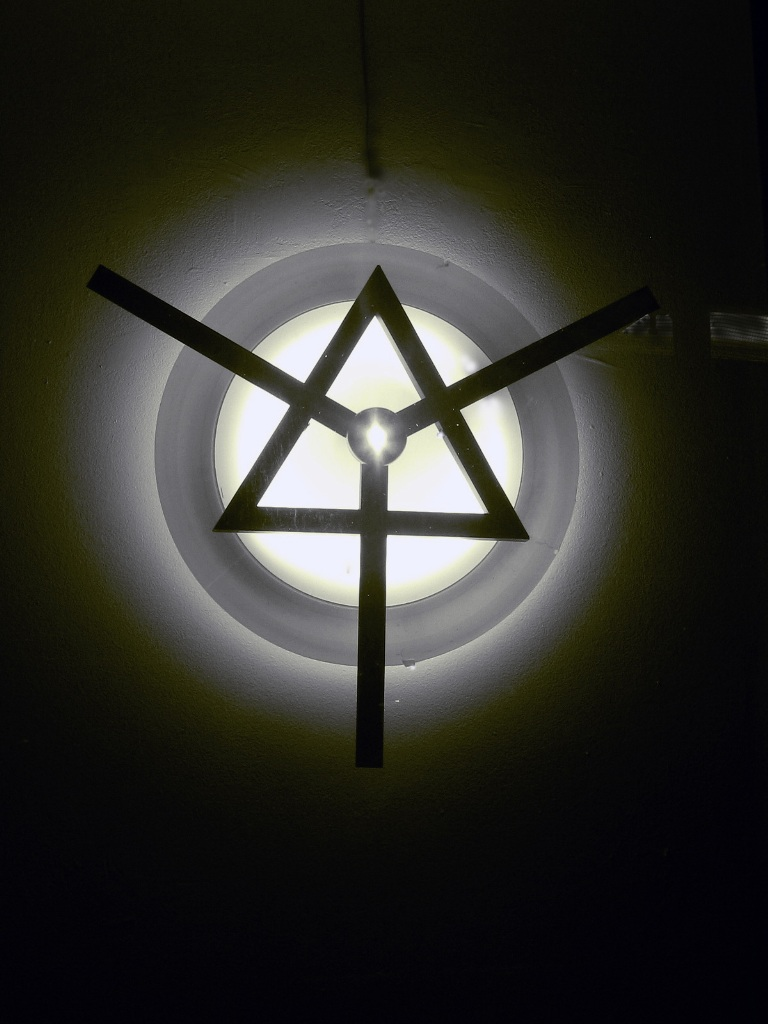 3 TRINITY WELDED STEEL FLUORESCENT LIGHT LED ACRILIC 32 Inch Hight 2013