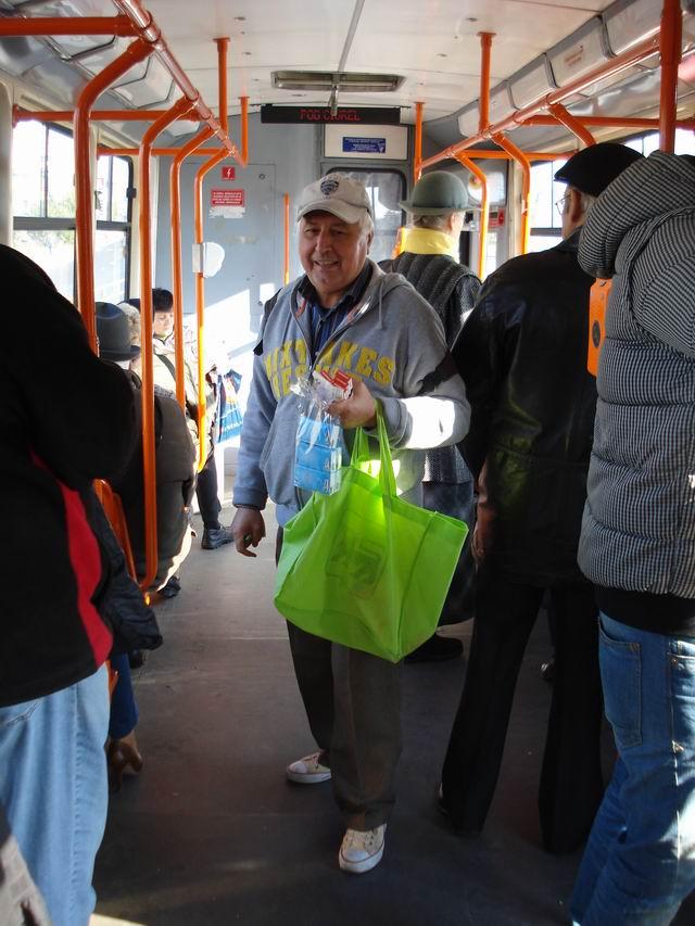 Resize of 11 Vanzator ambulant pe linia tramvaiului 41 din Bucursti