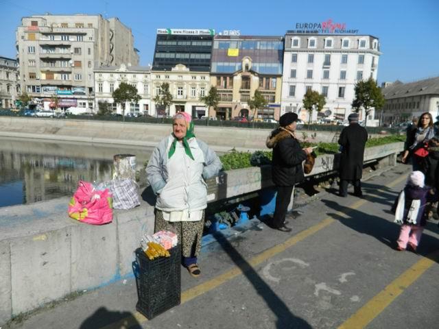 Resize of 12 Vanzatoare de lumanari pe podul peste Dambovita