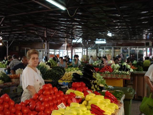 Resize of 14 Vanzatoare de legume in Piata Gorjului din Bucuresti