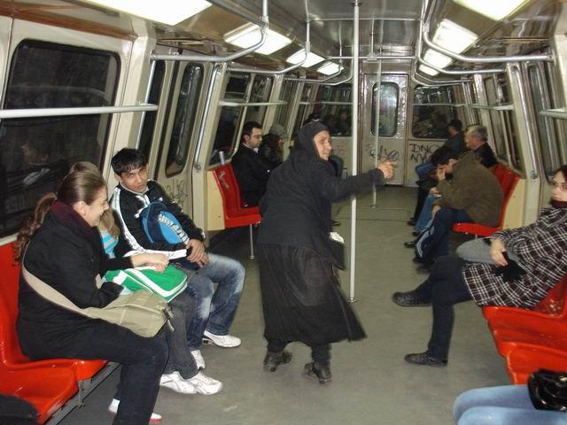 Resize of 3 Cersetoare profesionista in metroul spre directia Preciziei