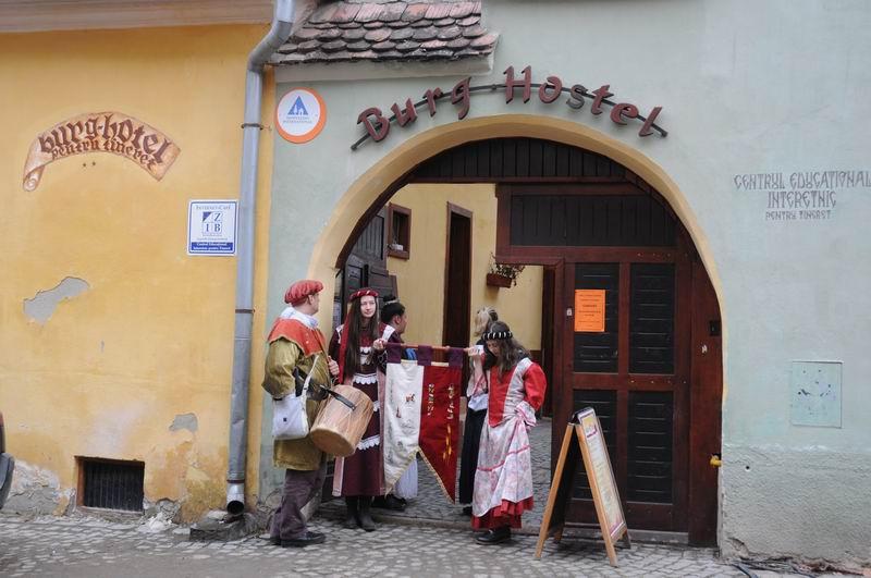 carnavalul lolelor - sighisoara foto lucian muntean _9417