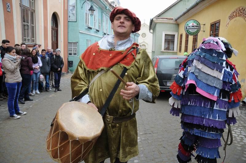 carnavalul lolelor - sighisoara foto lucian muntean _9418