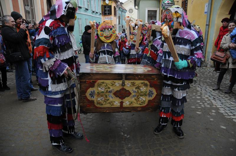 carnavalul lolelor - sighisoara foto lucian muntean _9419