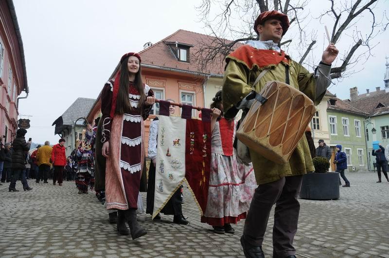 carnavalul lolelor - sighisoara foto lucian muntean _9420