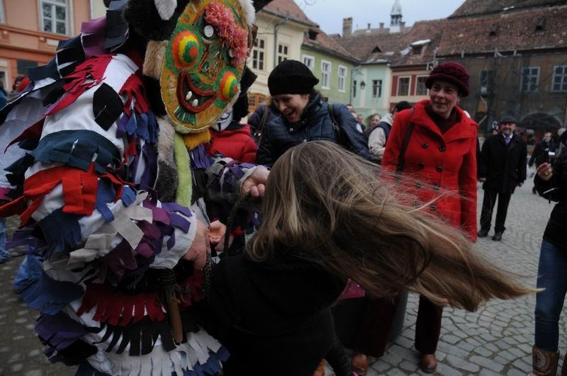 carnavalul lolelor - sighisoara foto lucian muntean _9423