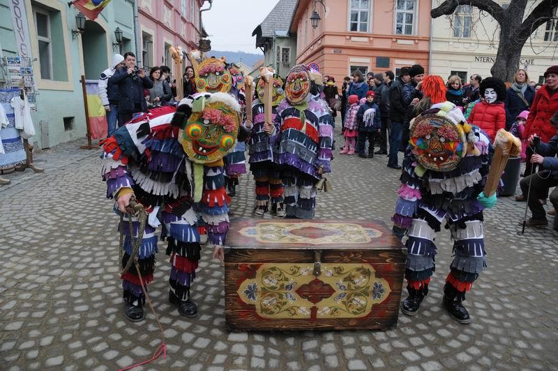 carnavalul lolelor - sighisoara foto lucian muntean _9424