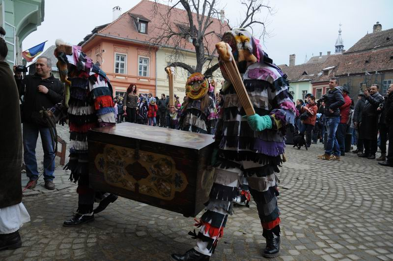 carnavalul lolelor - sighisoara foto lucian muntean _9425