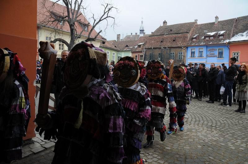 carnavalul lolelor - sighisoara foto lucian muntean _9426
