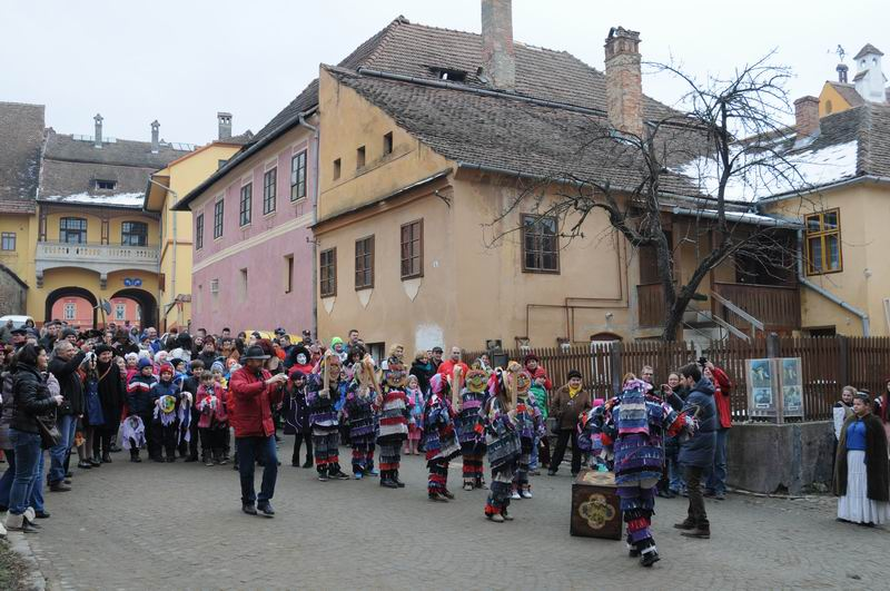 carnavalul lolelor - sighisoara foto lucian muntean _9428