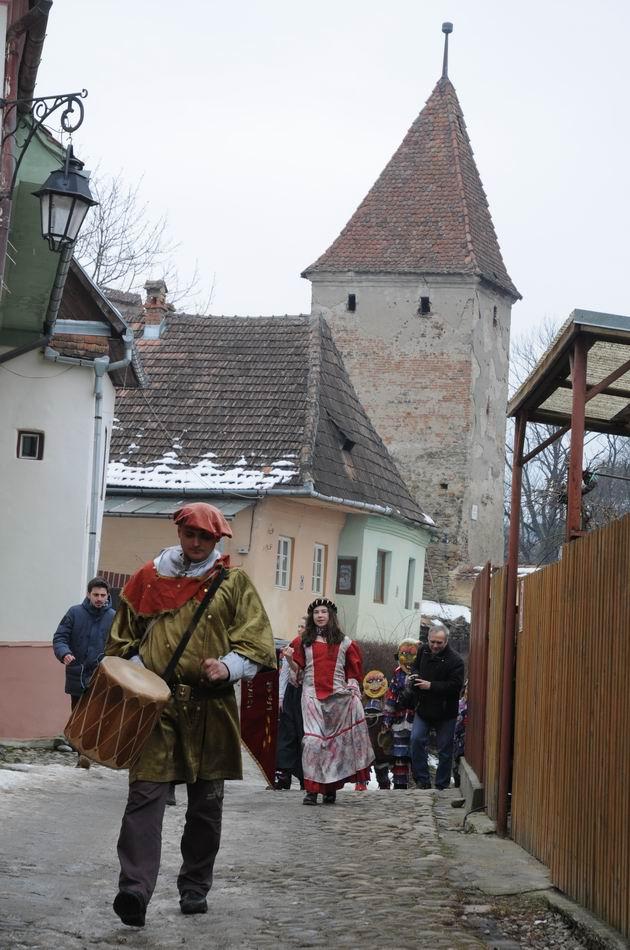 carnavalul lolelor - sighisoara foto lucian muntean _9430