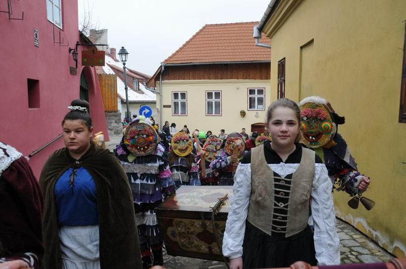 carnavalul lolelor - sighisoara foto lucian muntean _9433