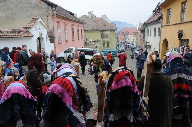 carnavalul lolelor - sighisoara foto lucian muntean _9435