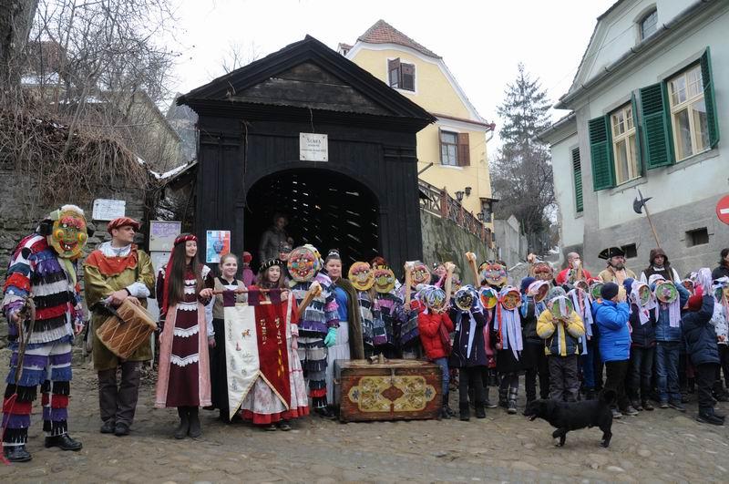 carnavalul lolelor - sighisoara foto lucian muntean _9437
