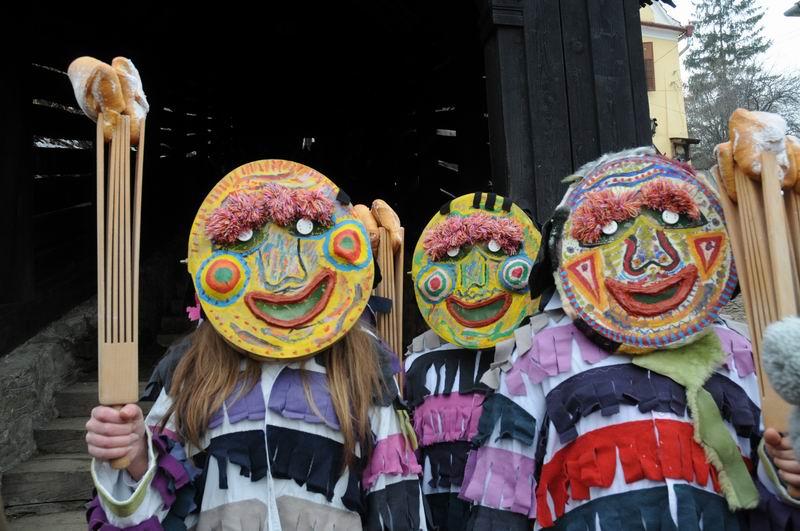carnavalul lolelor - sighisoara foto lucian muntean _9441