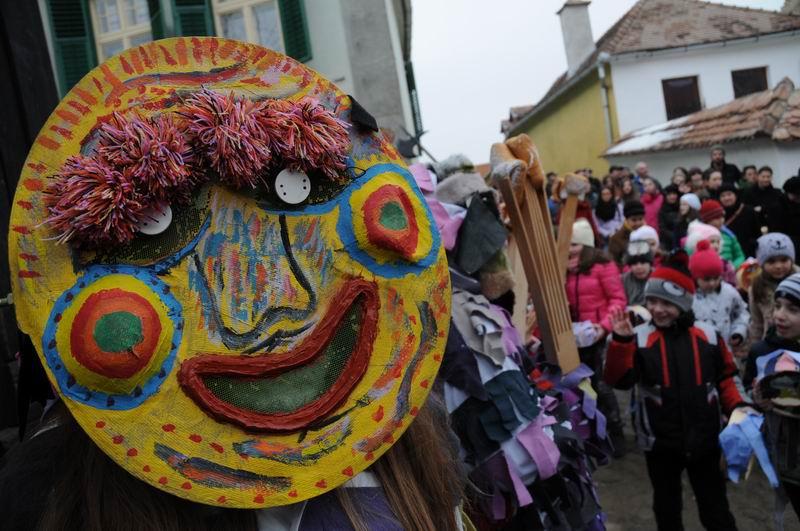 carnavalul lolelor - sighisoara foto lucian muntean _9442