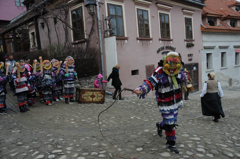 carnavalul lolelor - sighisoara foto lucian muntean _9443