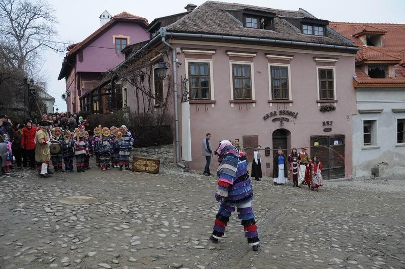 carnavalul lolelor - sighisoara foto lucian muntean _9444