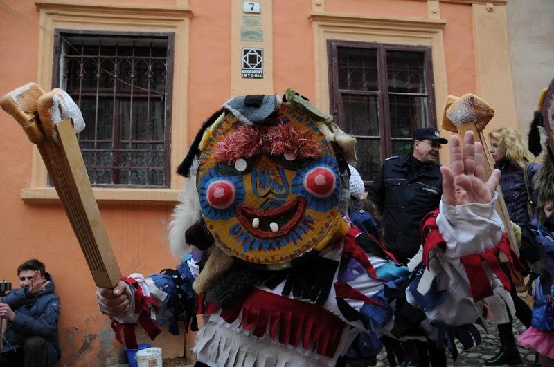 carnavalul lolelor - sighisoara foto lucian muntean _9447