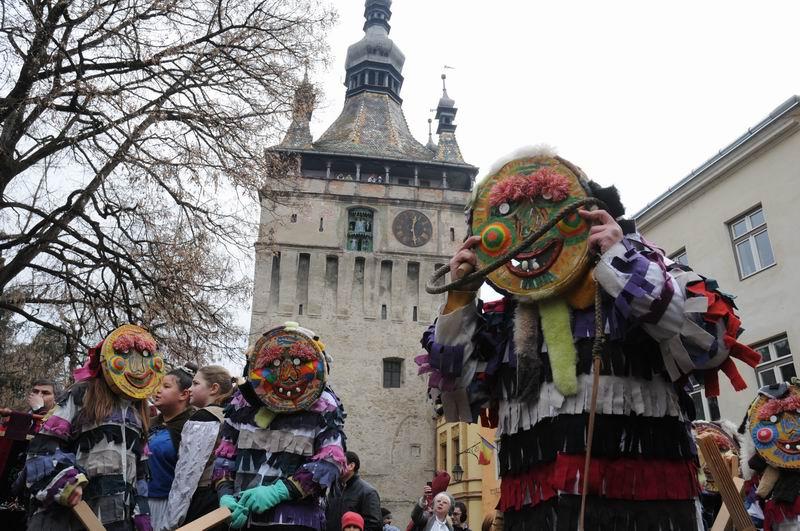 carnavalul lolelor - sighisoara foto lucian muntean _9452