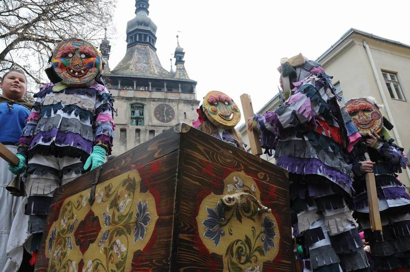 carnavalul lolelor - sighisoara foto lucian muntean _9453