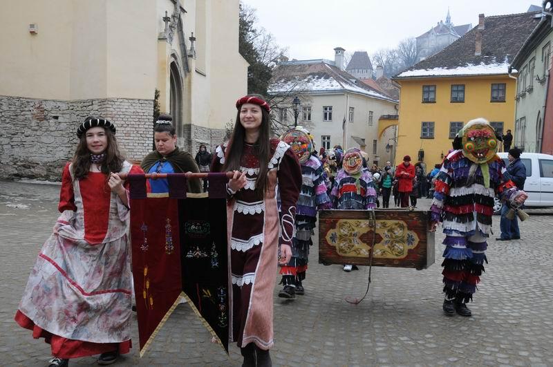 carnavalul lolelor - sighisoara foto lucian muntean _9454