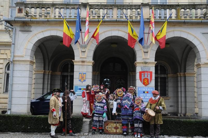 carnavalul lolelor - sighisoara foto lucian muntean _9455