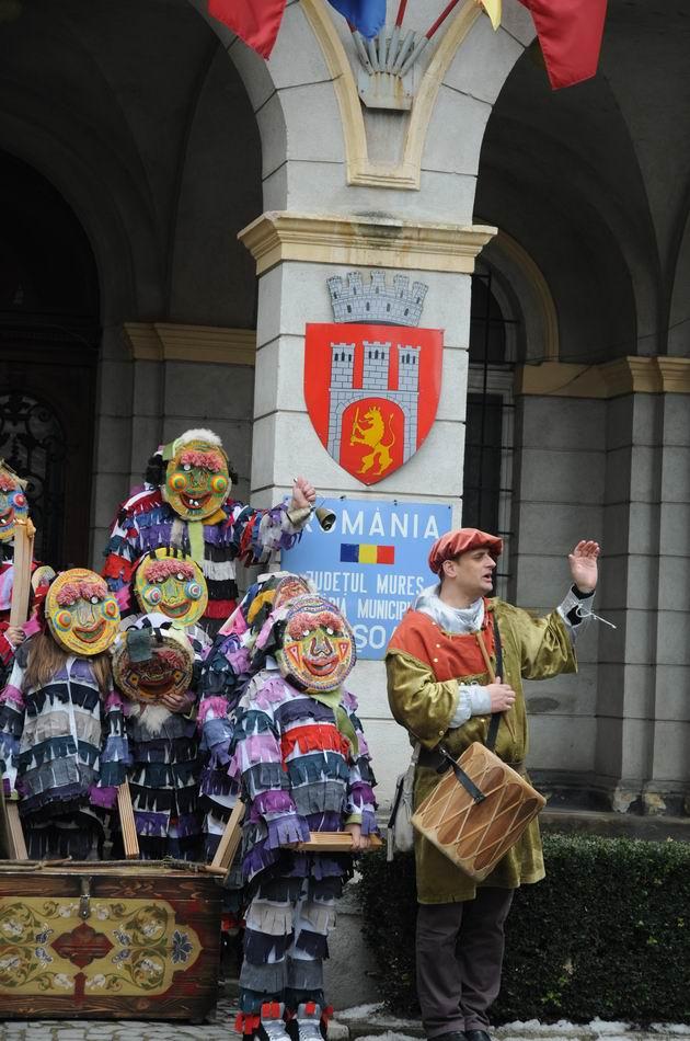 carnavalul lolelor - sighisoara foto lucian muntean _9456