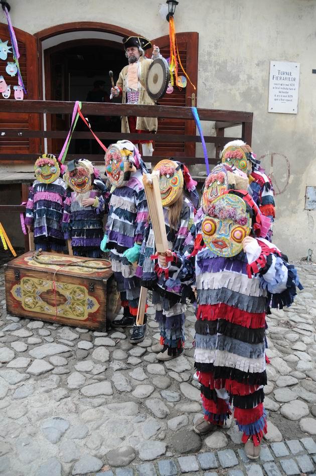 carnavalul lolelor - sighisoara foto lucian muntean _9460