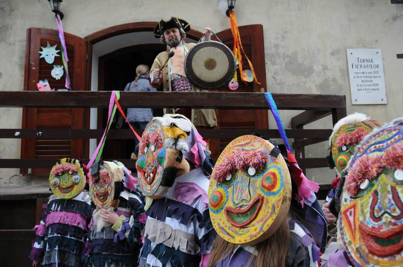 carnavalul lolelor - sighisoara foto lucian muntean _9461