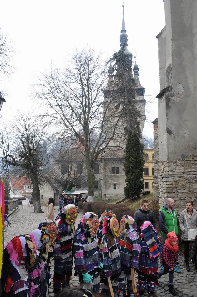carnavalul lolelor - sighisoara foto lucian muntean _9467