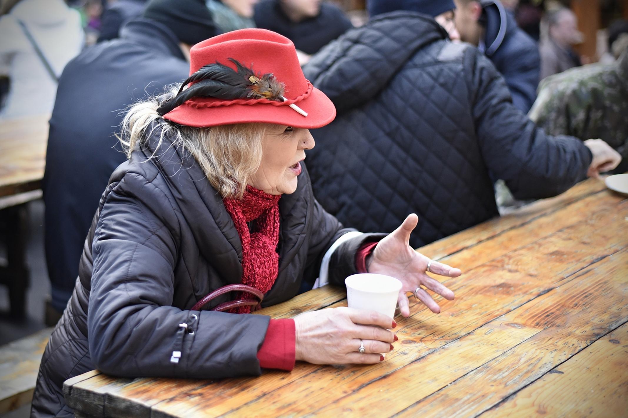 03- Kopják Angelika - Femeia cu pălăria roşie