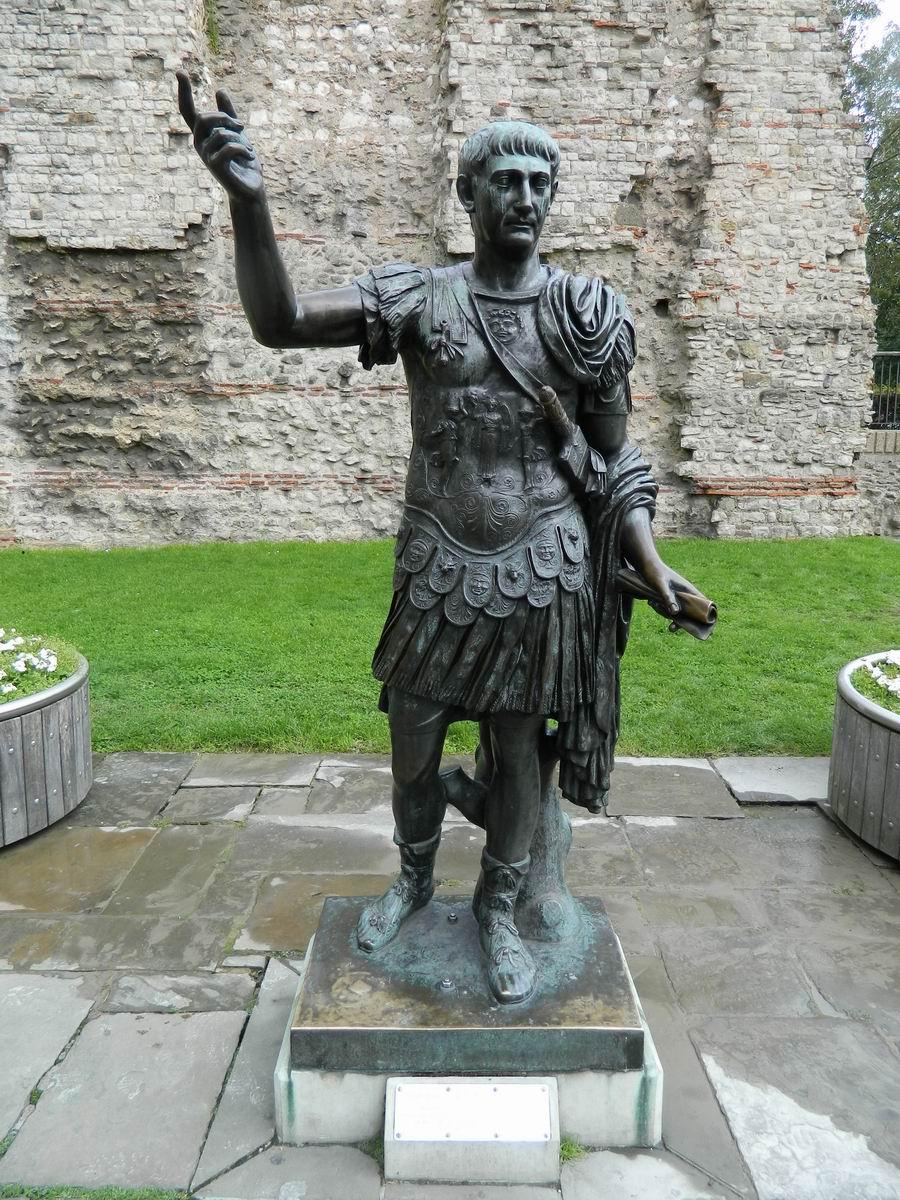 Resize of 15 Imparatul Traian langa zidurile Turnului Londrei