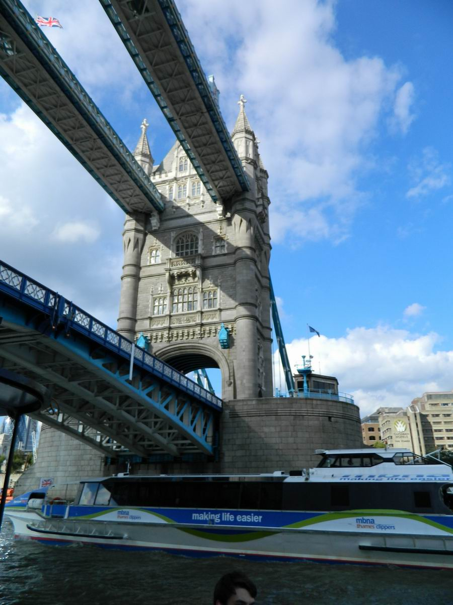 Resize of 16 Tower Bridge pe dedesubt