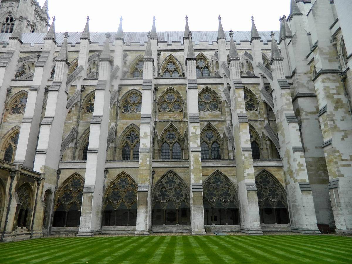 Resize of 25 Curtea interioara de la Westminster Abbey