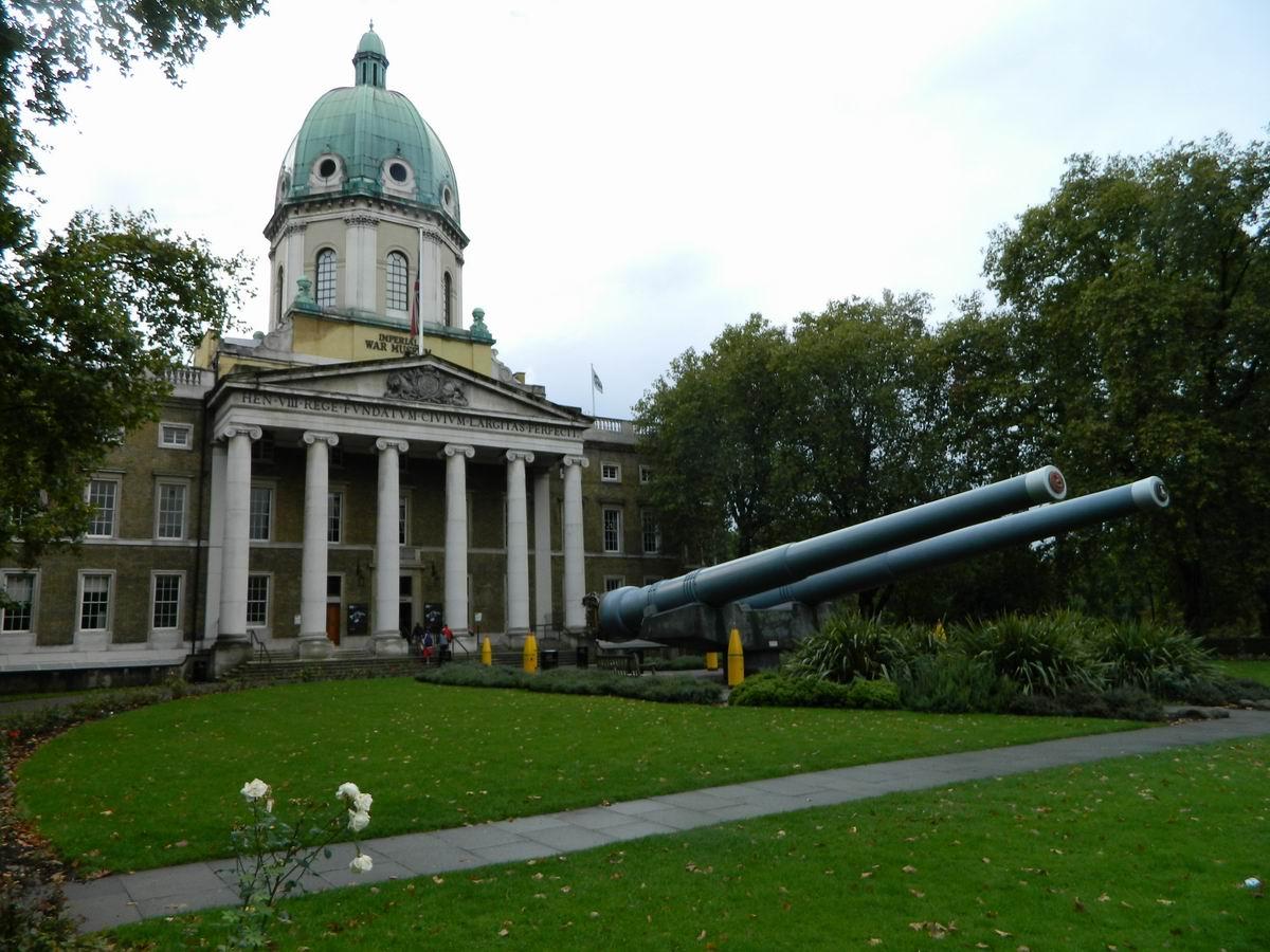 Resize of 26 Tunurile din fata Muzeului Razboaielor Imperiale