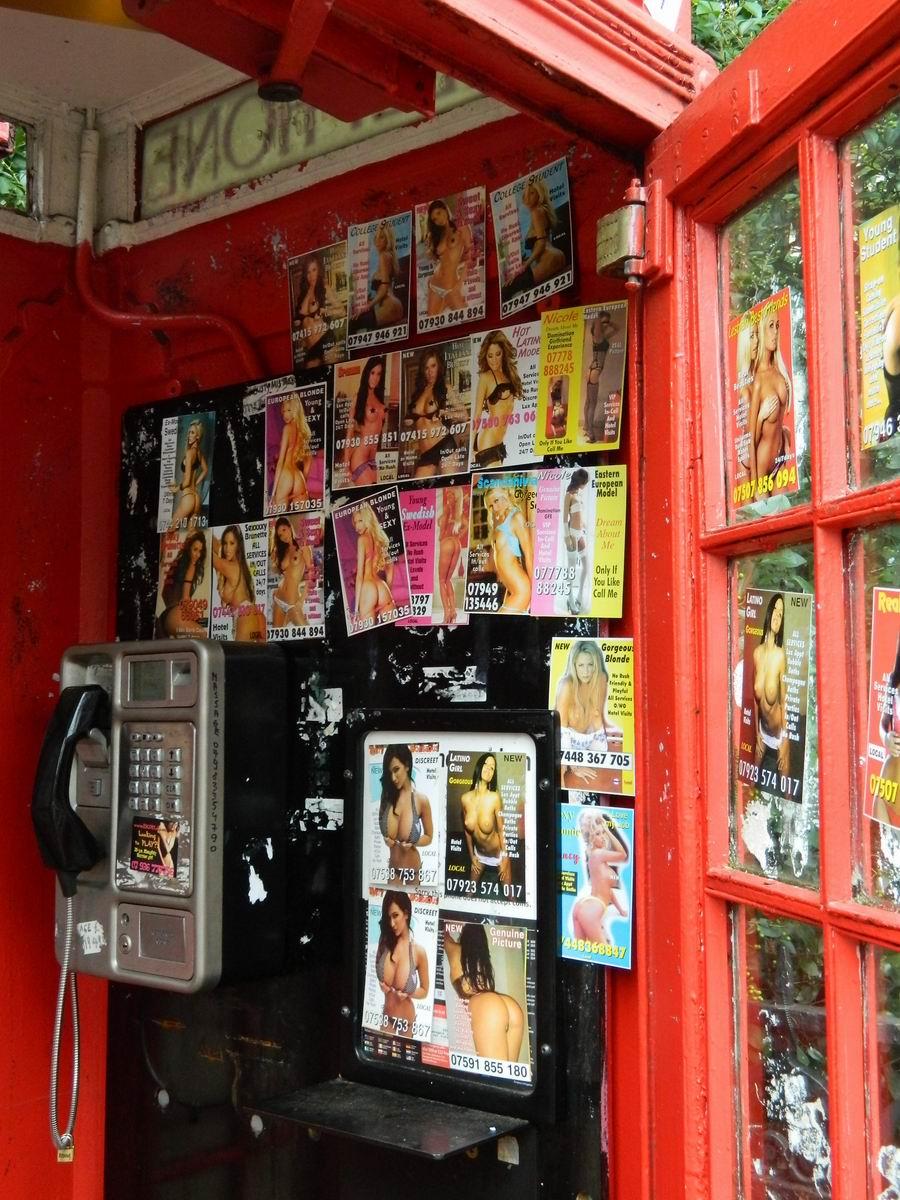Resize of 4 Oferta erotica a Londrei din cabinele telefonice rosii