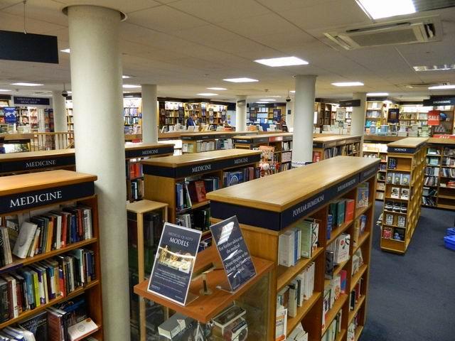 Resize of 11 Etajul librariei Blackwell din Oxford dedicat istoriei