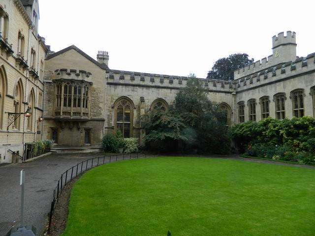 Resize of 3 Curtea interioara a lui Balliol College