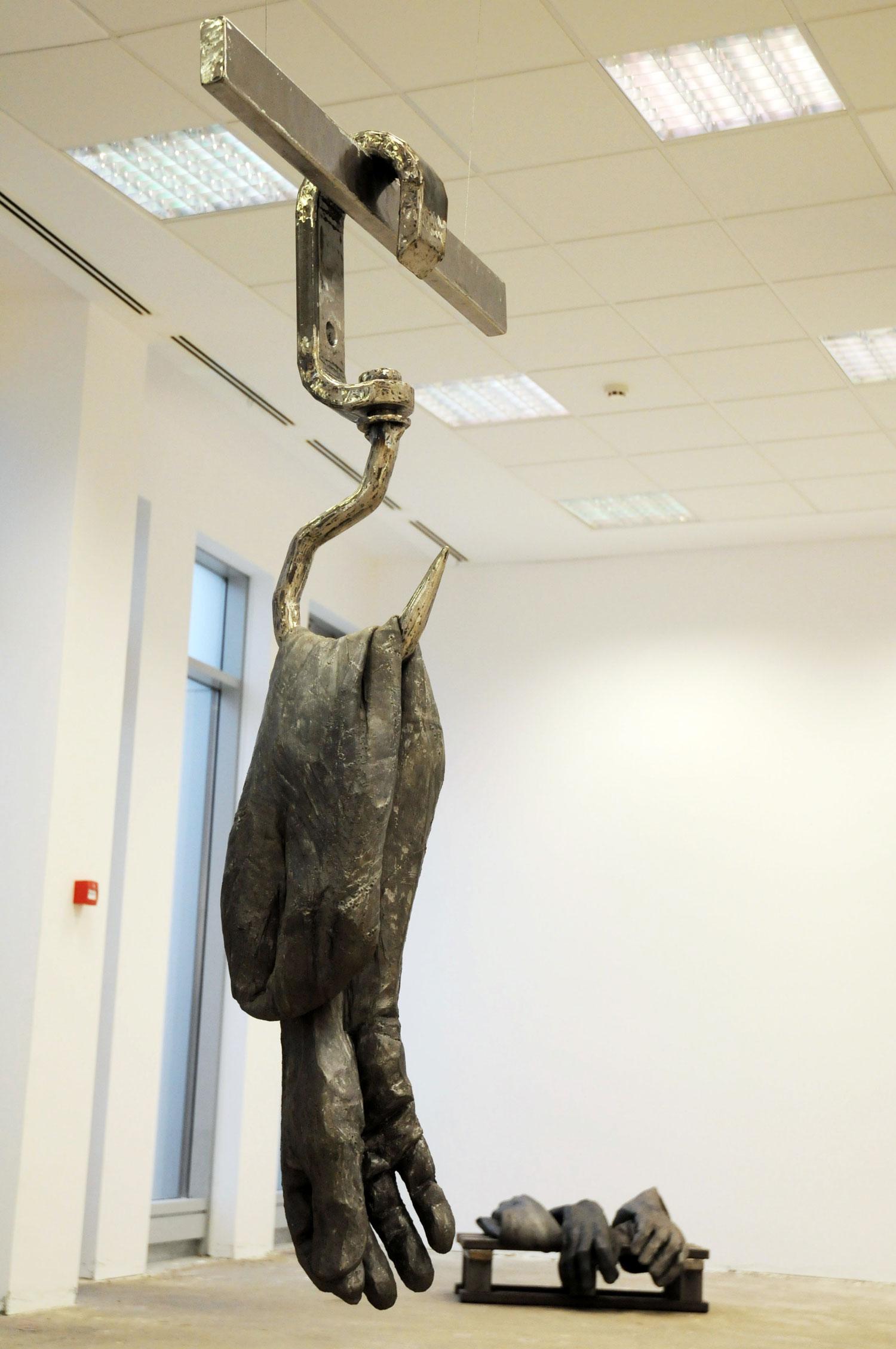 Catalin Badarau, Meat Me, 2015, Iron and silicone, 100 × 80 × 50 cm