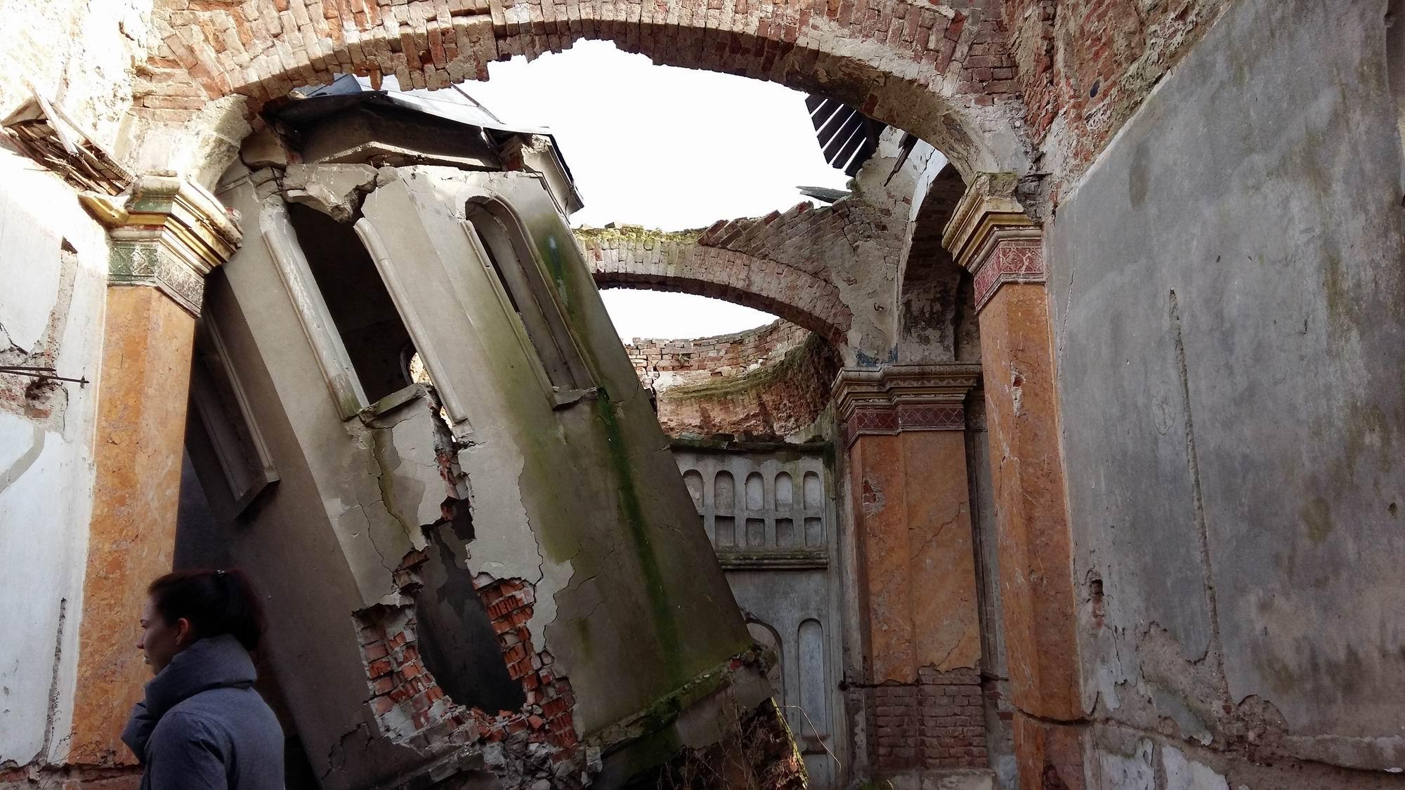 biserica ruina frunzanesti LM 002