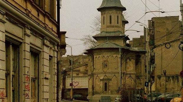 Biserica cu Sfinți din București