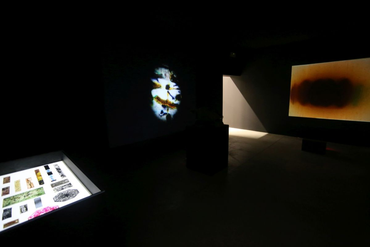 installation-view-non-aligned-modernity-exhibition-photos-courtesy-of-marinko-sudac-collection-archive-21