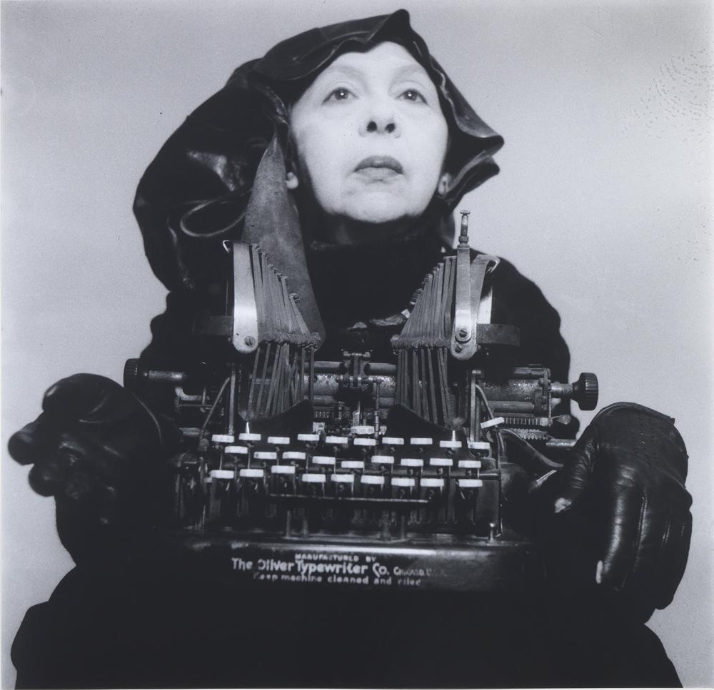 Geta Brătescu Doamna Oliver în costum de călătorie (Lady Oliver in her traveling costume)  1980 – 2012 fotografie alb-negru